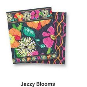 Vera Bradley Bags - Jazzy Blooms Vera Bradley Messenger Crossbody